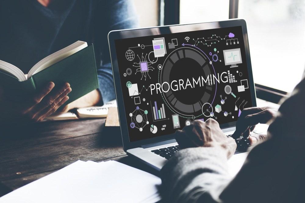プログラマーってどんな仕事?正社員未経験でプログラマーになりたい人におすすめの無料研修4選